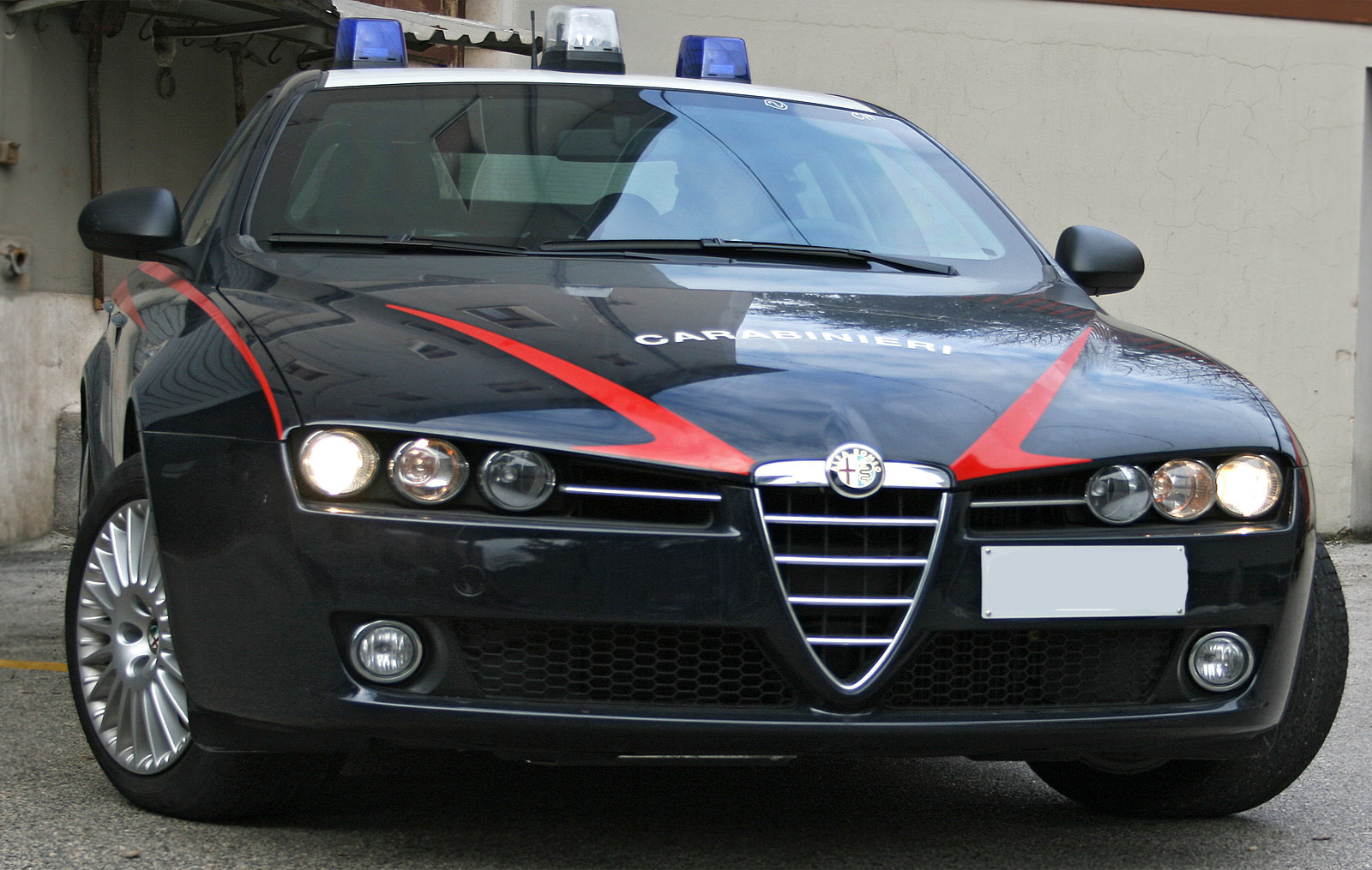 carabinieri arresto tentato omicidio femminicidio arresti domiciliari