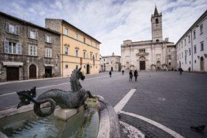 Piazza Arringo. Ascoli Piceno  (Il Martino - ilmartino.it -)