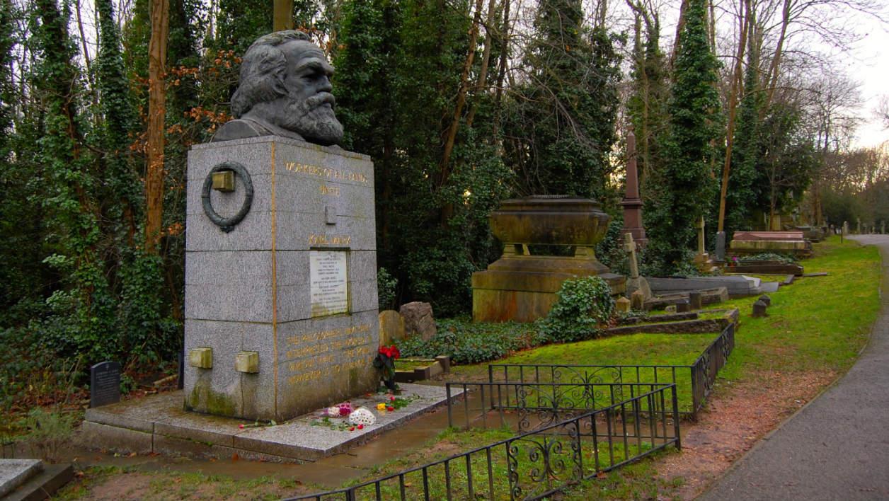 Londra, tomba di Karl Marx (Il Martino - ilmartino.it -) M'Art - Arte e Cultura -