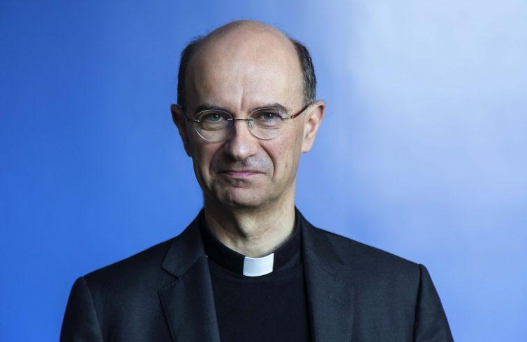 Monsignor Stefano Russo (Il Martino - ilmartino.it -)