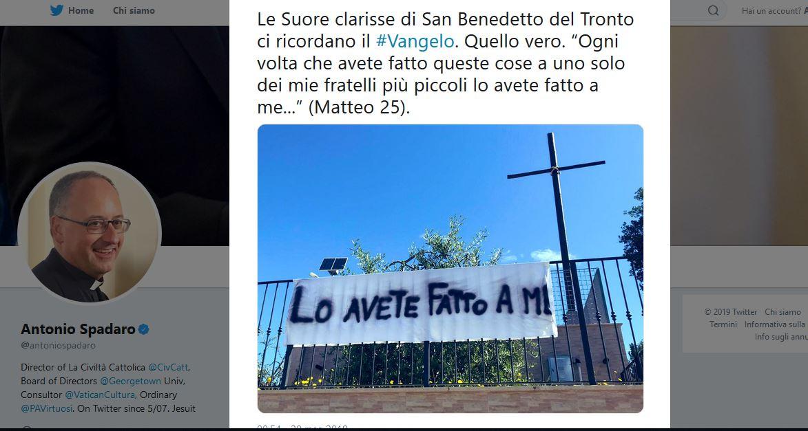 San Benedetto, Antonio Spadaro. Striscione Suore di Clausura. 'Lo avete fatto a me' (Il Martino - ilmartino.it -)