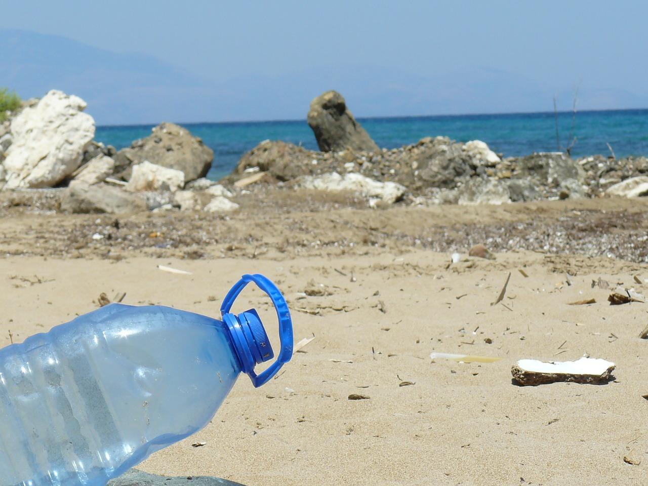 plastica in spiaggia