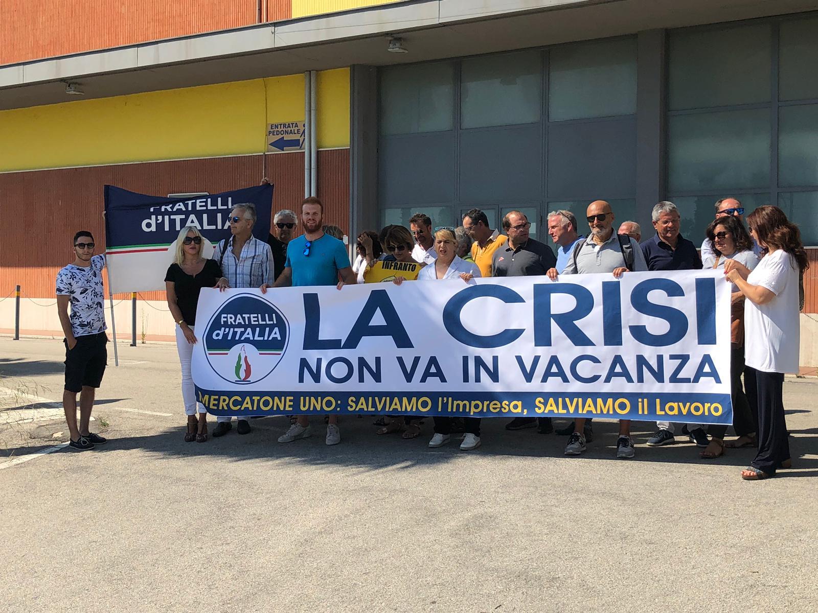 flash mob Fratelli d'Italia Mercatone Uno