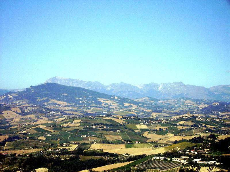 Montagna dell'Ascensione, versante nord, vista da Ripatransone (Il Martino - ilmartino.it -) Foto: wikipedia
