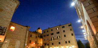 Monteprandone, centro storico: piazza dell'Aquila (Il Martino - ilmartino.it -)
